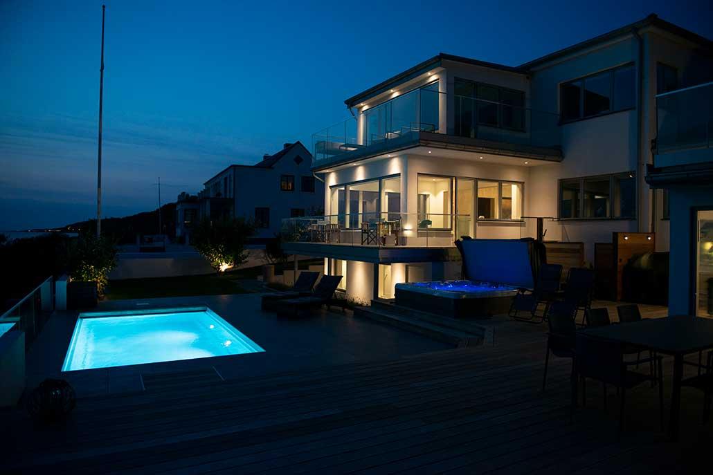 Pool och utomhusspa från Neptun